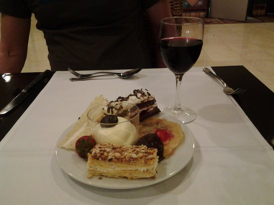 H10 Estepona Palace: Some of the desert choices