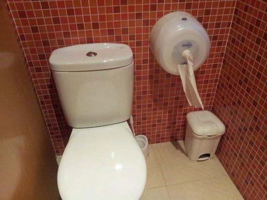 Valenciaflats Central Market: modern... but disastrous toilet roll dispenser