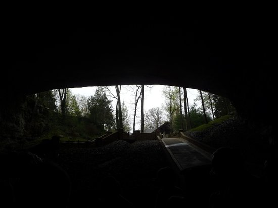 Cathedral Caverns State Park: A natural rock shelf frames the entrance to Cathedral Caverns
