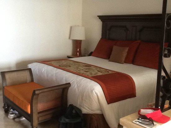 Grand Solmar Land's End Resort & Spa: Very comfy King size bed