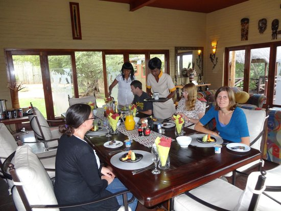 Naledi Bushcamp and Enkoveni Camp: Wonderful food and staff