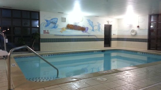 Holiday Inn Express Milford: Pool open till 11pm!!!!