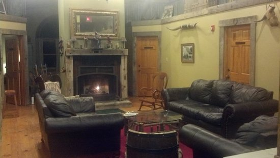Rawhide Ranch: The common area outside of the Doc Holiday room I stayed in!!! So cozy and inviting!!