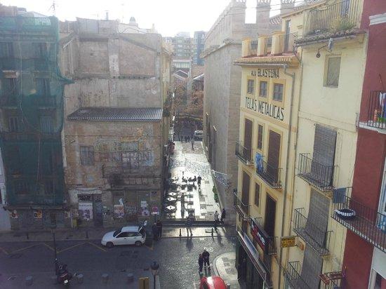 Valenciaflats Central Market : view towards La Lonja, the Plaza Doctor Collado below