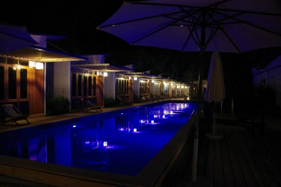The Stage Koh Chang: piscine vue  de nuit