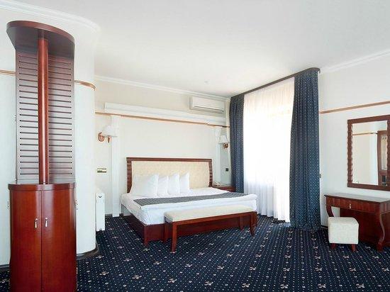 """Hotel """"Old Vienna"""": Suite"""