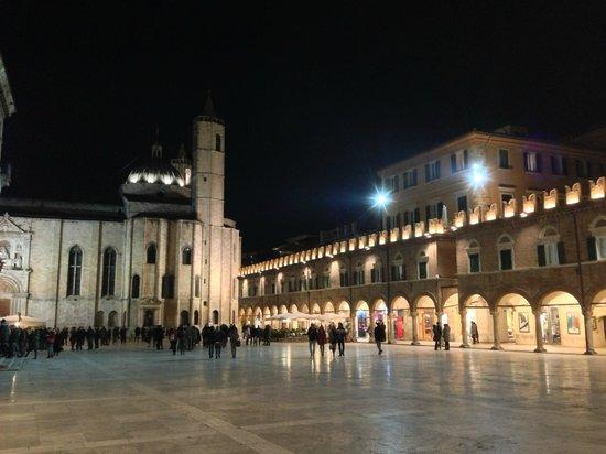 Piazza del Popolo: La Piazza di sera