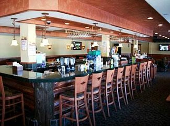 Big Sandy Lodge & Resort: Bear's Den Bar