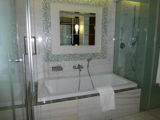 Hilton Windhoek: Bathroom