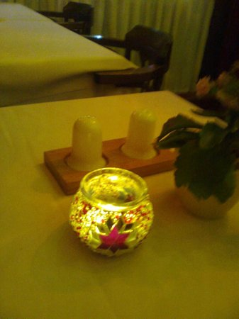 Masal Restaurant : Le candeline sui tavoli
