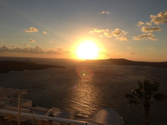 Mill Houses Elegant Suites: famous Santorini sunset