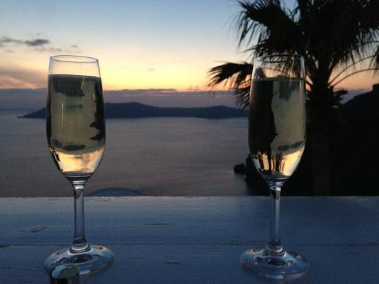 Mill Houses Elegant Suites : drinks on the terrace