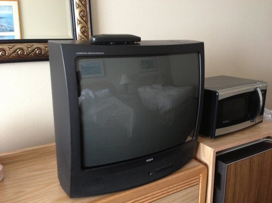 Shilo Inn Suites Hotel - Newport: Room 380 old TV