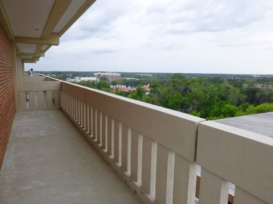 Reitz Union Hotel - UF Campus: very spaciou wrap-around balcony (shared with one other room)