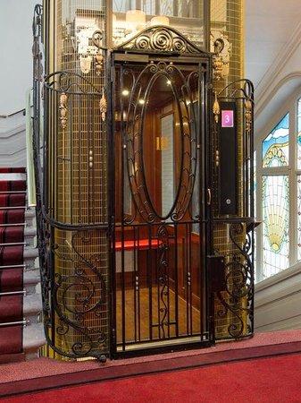 Hotel Carlton Lyon - MGallery Collection: ascenseur d'époque 1930