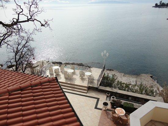 Hotel Miramar: Blick auf Terrasse und Strand