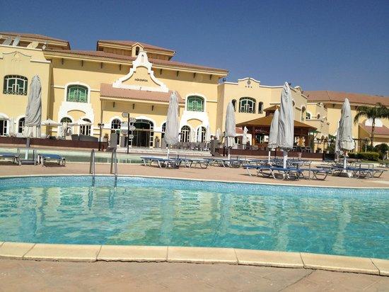 Movenpick Hotel Cairo-Media City: The pool