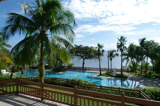 Alegre Beach Resort: la pisine le jour