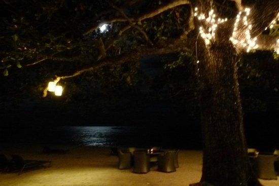 Alegre Beach Resort: diner romantique sur la plage