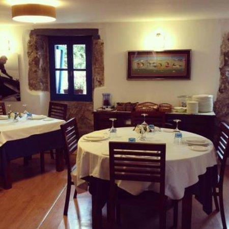 Meson Arropain Restaurante : Ya tenemos nueva mesa redonda para 4 o 5 personas