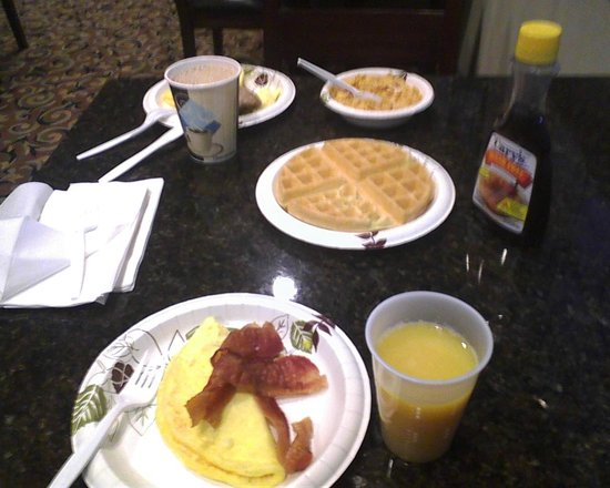 Best Western Edmond Inn & Suites: Abundant Breakfast Options