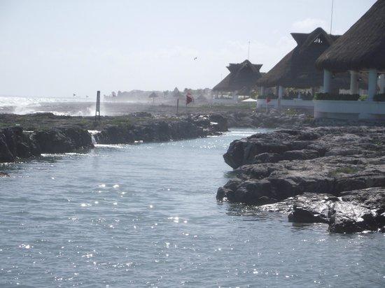 Heaven at the Hard Rock Hotel Riviera Maya: Le rock devant la plage de l'hotel