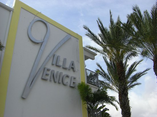 Villa Venice Men's Resort: Entrance