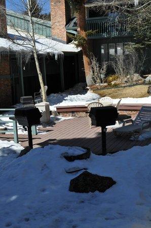Eisenhut Condominiums: Interior courtyard and grill area