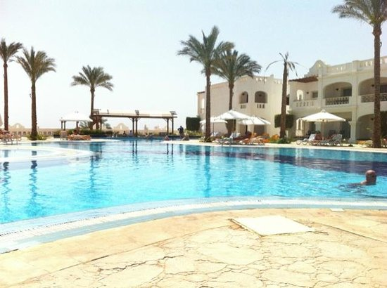 Continental Plaza Beach Resort: Pool