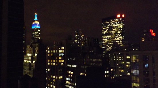 Fairfield Inn & Suites New York Manhattan/Times Square: View from room at night