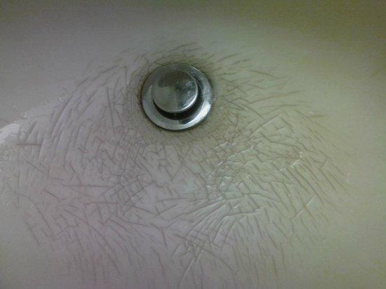 Super 8 South Bend: Bathroom Sink - cracked
