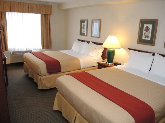 Evergreen Inn and Suites: Two Queen