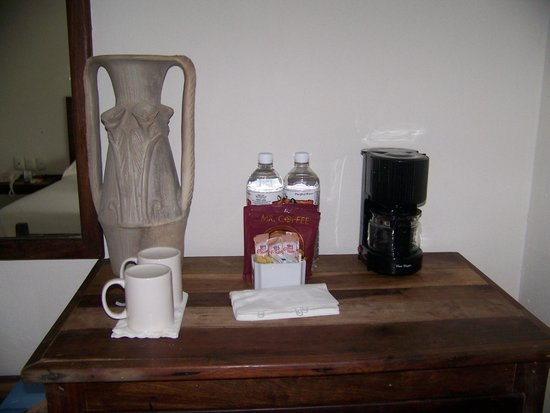 Petit Lafitte: Coffee and water in the room