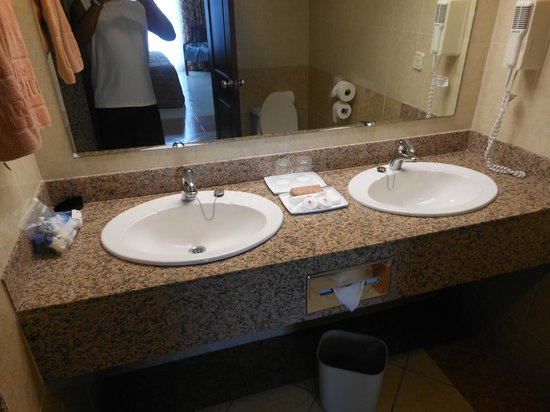 Hotel Riu Montego Bay: Double Sinks