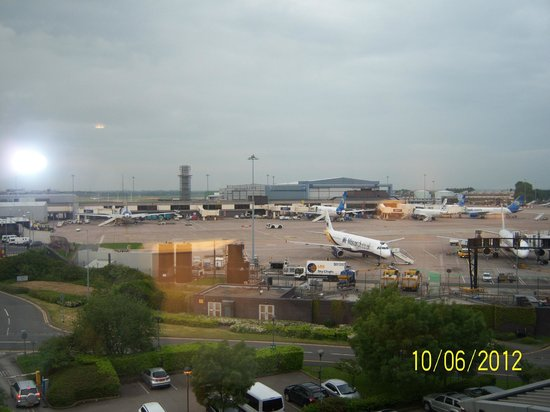 Radisson Blu Hotel, Manchester Airport: View from our room