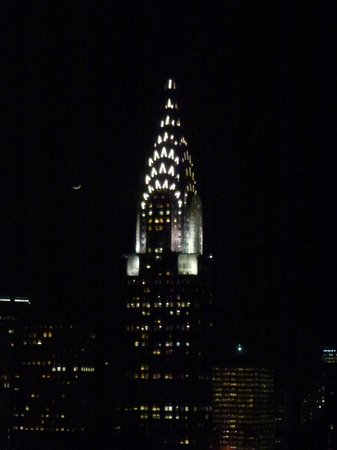 ONE UN New York: View at night of Chrysler Building