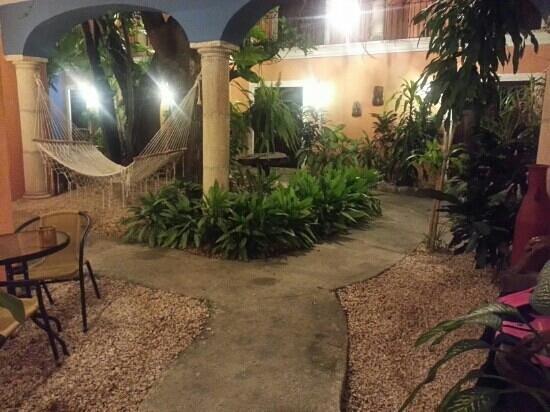 Hotel Casa de las Flores Playa del Carmen: il vialetto della ns camera