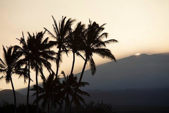 Kohala Suites by Hilton Grand Vacations: Sun rise over mountain