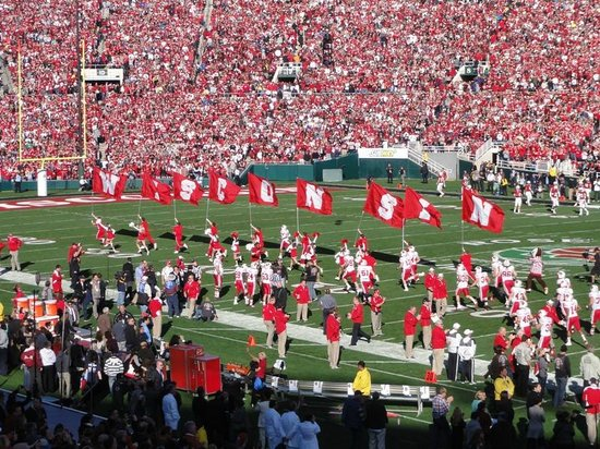 Tournament of Roses Association: Wisconsin Badgers Take the Field - Rose Bowl Game 2013