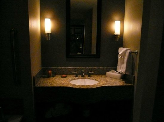Isle of Capri Casino Hotel Lake Charles: nice bath