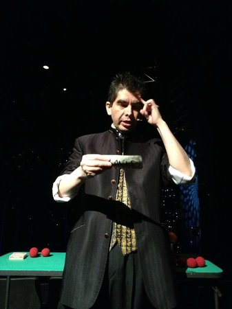 Armando Vera Magic Show : He'll turn your $100 into a thousand!