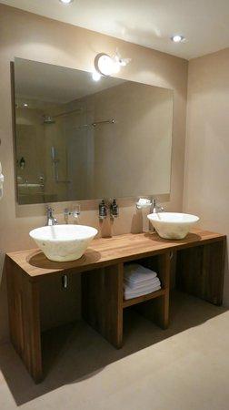 Seleni Suites Boutique Deluxe Hotel: my beautiful bathroom