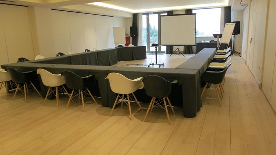 Seleni Suites Boutique Deluxe Hotel: meeting room
