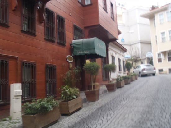 Garden House Istanbul: entrée de l'hotel