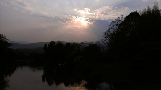 Suansawan Resort Chiang Mai: nice landscape. beautiful sunset