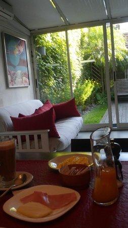 Casa Las Canitas Hotel Boutique: El desayuno con vista al jardin