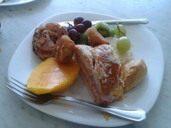 Perini: breakfast round 1