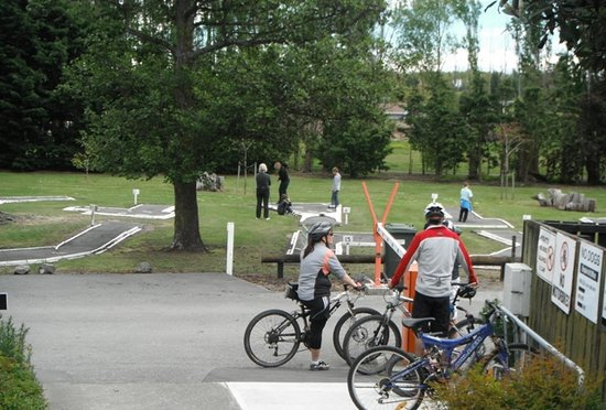 Woodend Beach Holiday Park: Close to pegasus walkway biking track