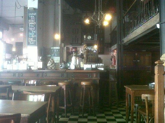 Bar Seddon: Interiores de luz y nostalgia