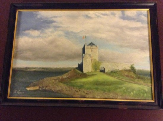 County Clare Irish Inn and Pub: Room artwork